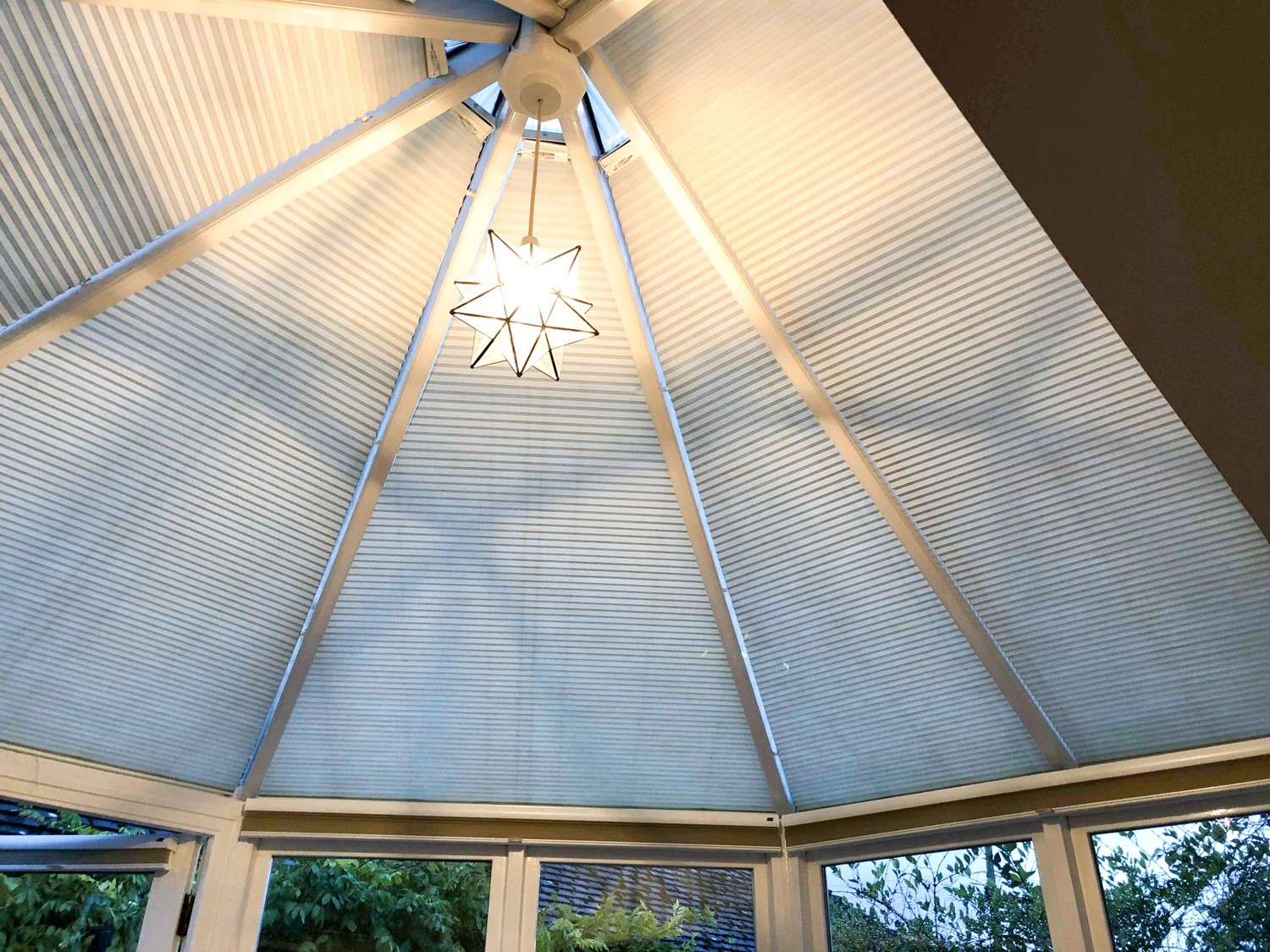 pleated roof blind - white