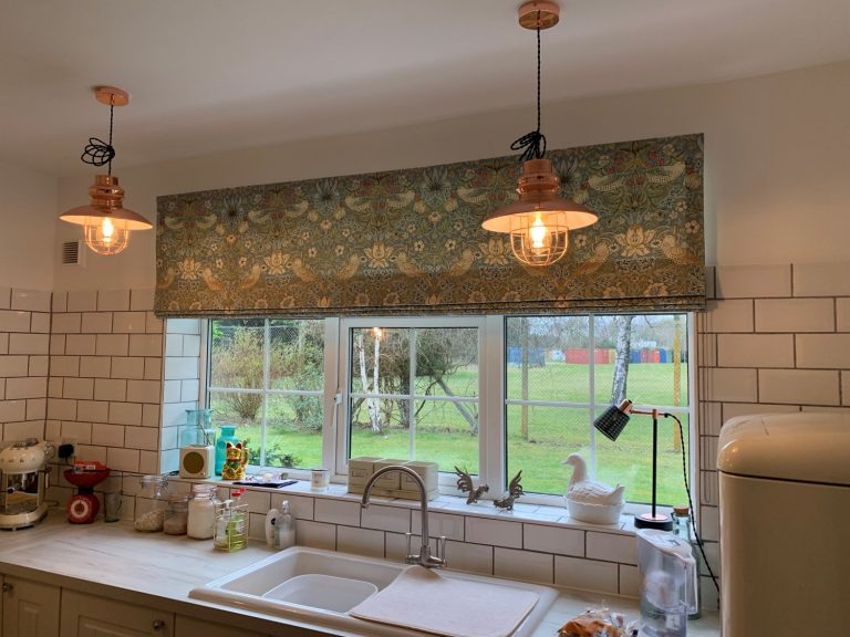 Roman Blinds traditional look for kitchen solutions